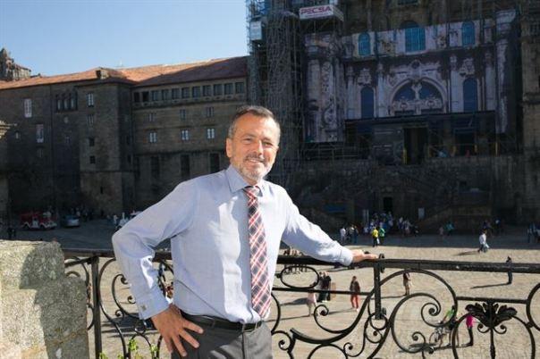 Firma invitada en nombre de la Alcaldía de Santiago de Compostela (PP). // Alcalde: Agustín Hernández.