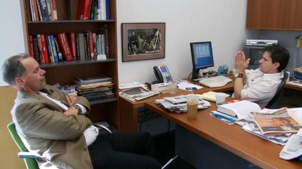 David Carr, a la izquierda, periodista de The New York Times y protagonista del documental, fallecido el 12 de frebrero de 2015. / Fuente: www.wired.com